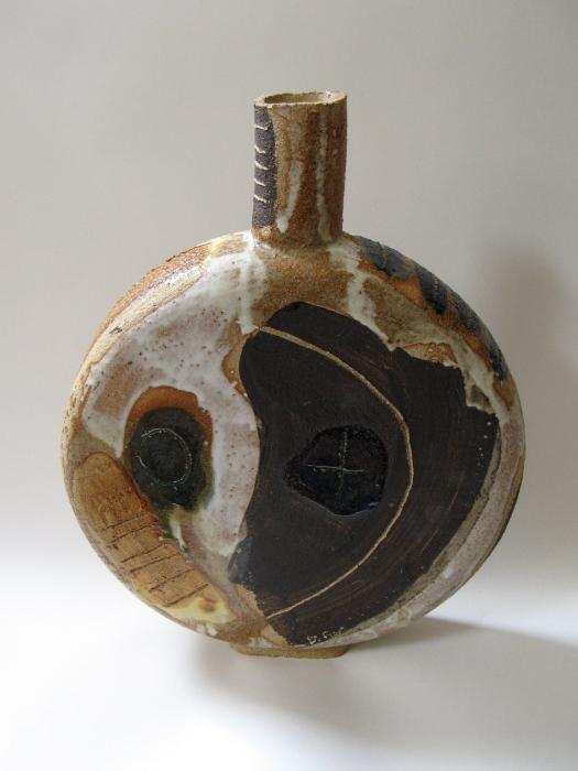 Round Stoneware vessel Front